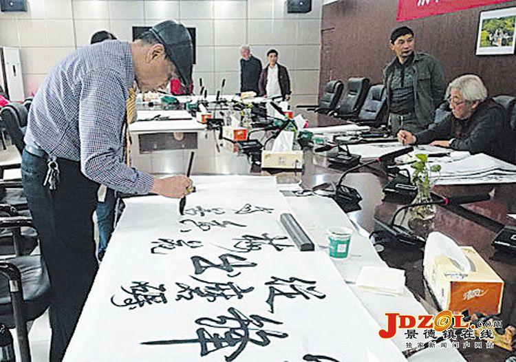 景德镇陶艺家送文化下乡共庆新中国成立70周年
