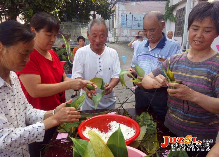 【网络中国节·端午】西郊街道景航社区:开展端午节包粽子活动